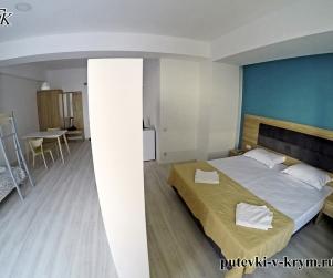 Четырехместные апартаменты «Комфорт» в отеле КК «Черноморский» 44