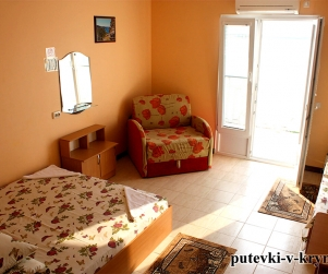 Четырехместный номер с балконом и видом на море в доме отдыха «Экватор» Оленевка
