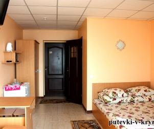Двухместный номер с балконом в доме отдыха «Экватор» Оленевка