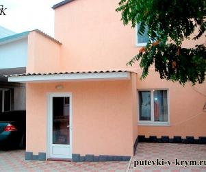 Гостевой дом «У Оксаны» на Приморской 2а, Черноморское, Крым