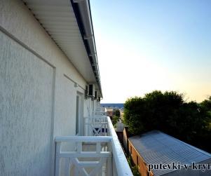Трехместный номер с балконом в доме отдыха «Экватор» Оленевка
