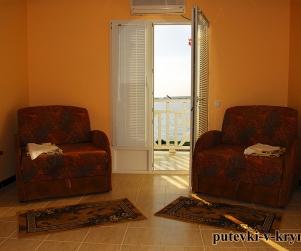 Двухкомнатный номер «Люкс» с балконом и видом на море в доме отдыха «Экватор» Оленевка