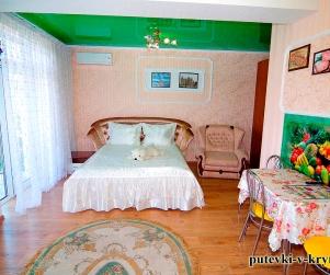 Трехместный номер «Люкс» с панорамным видом на море в ГД «У Ярославовны» 4