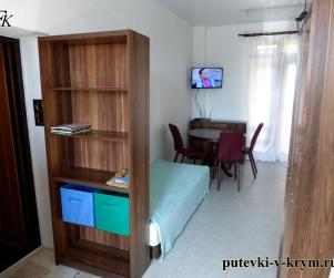 Четырехместные апартаменты с кухней и террасой в Коттеджном Комплексе «Солнце и Море» № 48